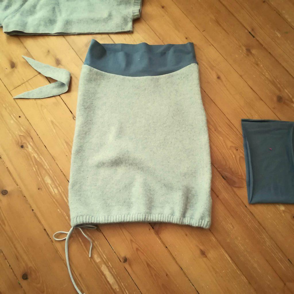 upcyklovaná vlněná sukně ušitá ze svetru