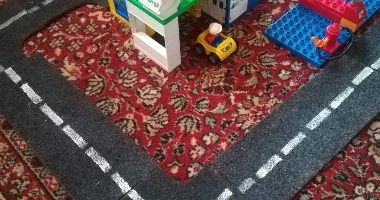 Upcyklované hraní – filcová autodráha